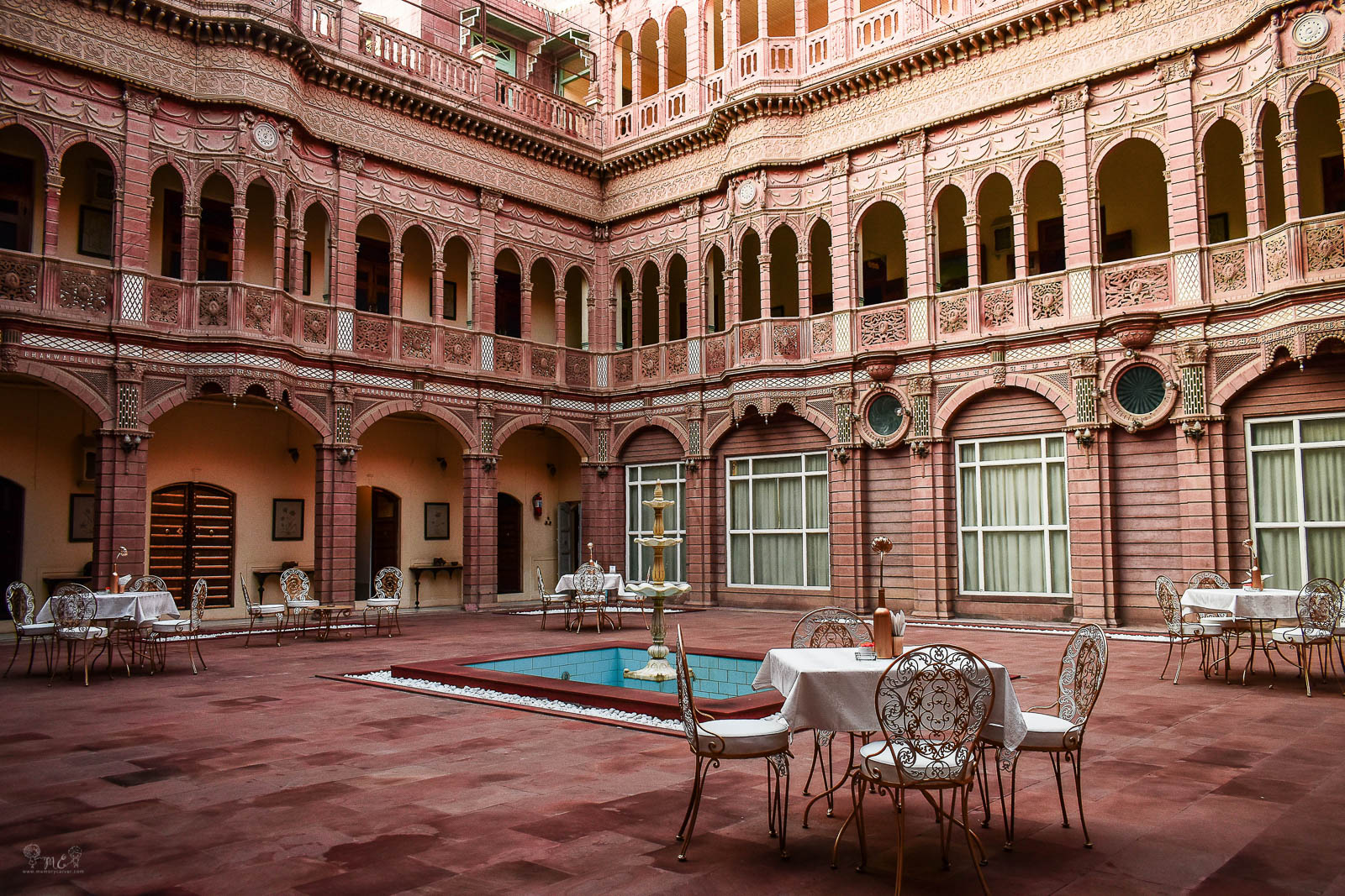 Bhanwar-Niwas-bikaner-center-courtyard