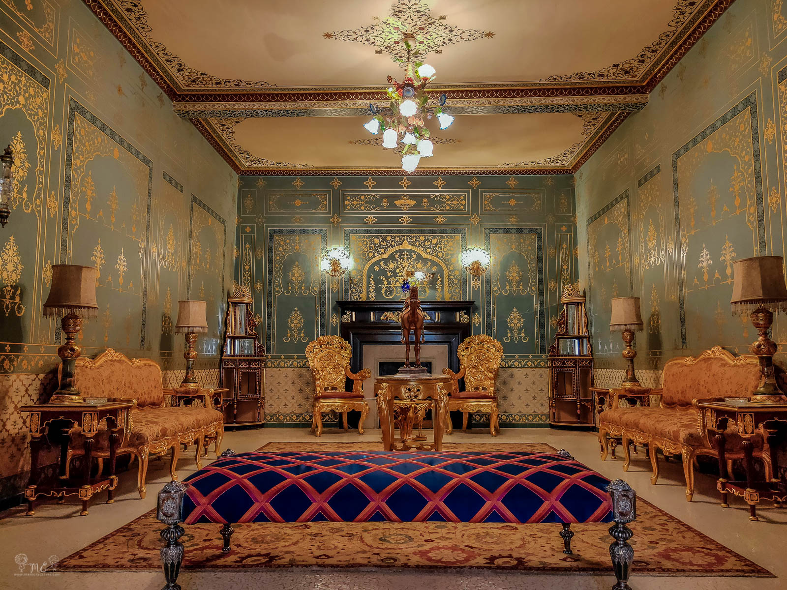 heritage-style-drawing-room-at-bikaner-hotel